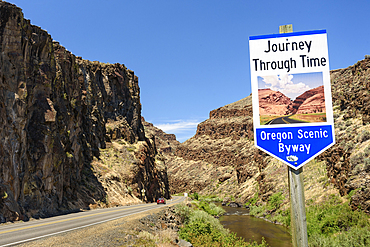 Journey Through Time Oregon Scenic Byway at Picture Gorge on the John Day River in Eastern Oregon.