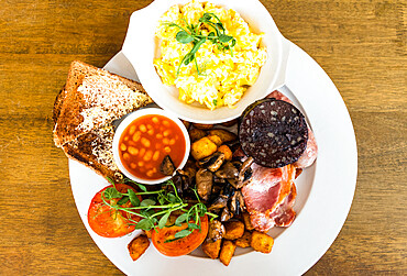 The full English breakfast, Castleton, Peak District National Park, Derbyshire, England