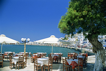Harbourside outdoor restaurant, Naxos, Cyclades Islands, Greek Islands, Greece, Europe