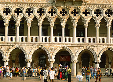 Tourists in front of the Doge's Palace in Venice, UNESCO World Heritage Site, Veneto, Italy, Europe