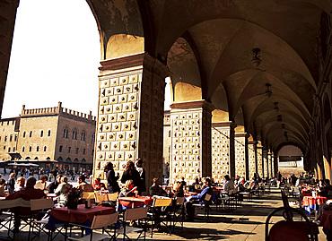 Cafe in the arcade, Piazza Maggiore, Bologna, Emilia-Romagna, Italy, Europe