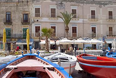 Lipari Town harbour, Lipari Island, Aeolian Islands (Eolian Islands), Italy, Mediterranean, Europe