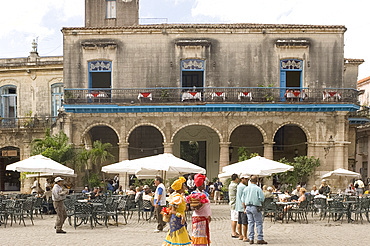 Flower ladies looking for tourists to be photographed with them, Plaza de la Catedral, Habana Vieja (old town), Havana, Cuba, West Indies, Central America