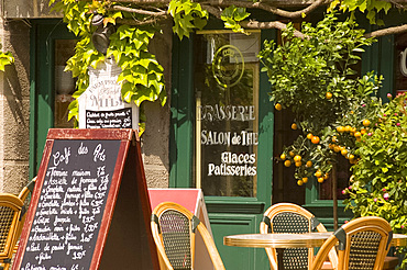 A small cafe in Beaumont en Auge, Normandy, France, Europe
