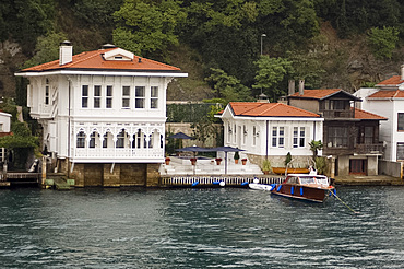 A villa or yali on the Bosphorus, Turkey, Europe, Eurasia