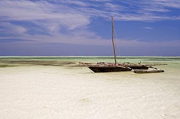 A dhow on Kiwendwa Beach at low tide, Zanzibar, Tanzania, East Africa, Africa