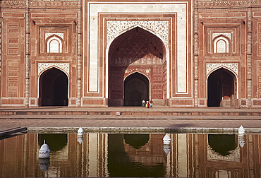 The mosque next to the main tomb at the Taj Mahal, Agra, Uttar Pradesh, India, Asia