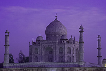 The Taj Mahal, UNESCO World Heritage Site, at dusk, Agra, Uttar Pradesh, India, Asia