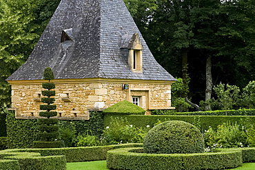 Topiary in Les Jardin du Manoir D'Eyrignqac in Salignac, Dordogne, France, Europe