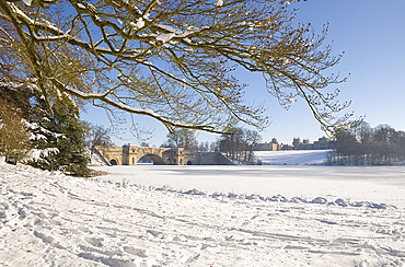 The lake and bridge at Blenheim Palace after a snow storm, Oxfordshire, England, United Kingdom, Europe