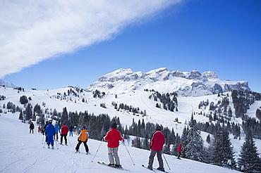 A group of skiers at the Alta Badia ski resort near Corvara, Dolomites, South Tyrol, Italy, Europe