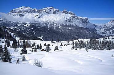 The Lavarella and Coutrine Mountains and fresh snow at the Alta Badia ski resort near Corvara, Dolomites, South Tyrol, Italy, Europe