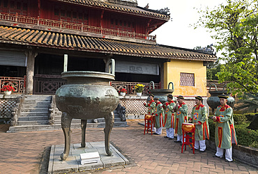 Musicians playing traditonal instruments at the Hien Lam Pavilion, the Imperial City, The Citadel, UNESCO World Heritage Site, Hue, Vietnam, Indochina, Southeast Asia, Asia