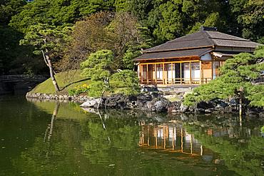 Tsubame-no-ochaya, a tea house on a lake in the Hama-rikyu Gardens, Tokyo, Honshu, Japan, Asia