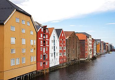Old wooden warehouses on the Nidelva River in Trondheim, Trondelag, Norway, Scandinavia, Europe