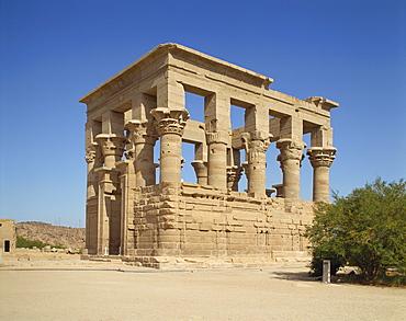 (Kiosk of Trajan), Agilkia island, Philae, UNESCO World Heritage Site, near Aswan, Nubia, Egypt, North Africa, Africa