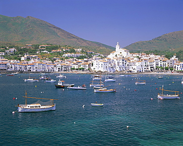 Village of Cadaques, Costa Brava, Catalunya (Catalonia) (Cataluna), Spain, Europe
