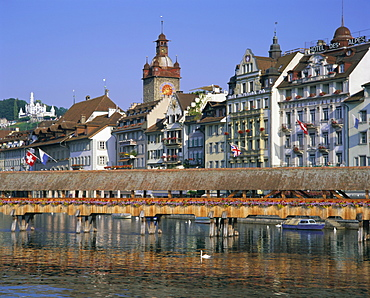 Kapellbrucke, covered wooden bridge, over the Reuss River, Lucerne (Luzern), Switzerland, Europe