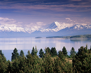 Snow covered Mount Cook (Aoraki) viewed across Lake Pukaki, Southern Alps, Mackenzie Country, South Canterbury, Canterbury, South Island, New Zealand, Pacific - 252-10517