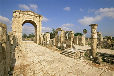 Roman triumphal arch and colonnaded street, Al Bas site, Tyre (Sour), UNESCO World Heritage Site, the South, Lebanon, Middle East