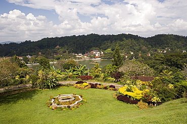 View over Kandy Lake to the Temple of the Tooth, Kandy, Hill Country, Sri Lanka, Asia