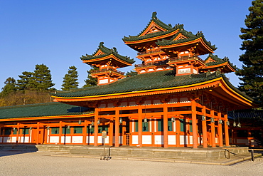 Impressive shrine complex built in 1895 to commemorate the 1100th anniversary of the founding of Kyoto, Heian-Jingu (Shrine), Kyoto City, Kansai Region, Honshu, Japan, Asia