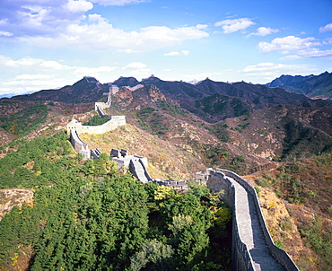 Elevated panoramic view of the Jinshanling section, Great Wall of China, UNESCO World Heritage Site, near Beijing, China, Asia
