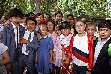 School children from various ethnic backgrounds, Samarkand, Uzbekistan, Central Asia, Asia