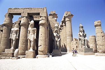 Statue of Ramses II in the Great Court of Ramses II, Luxor Temple, Luxor, UNESCO World Heritage Site, Thebes, Egypt, North Africa, Africa