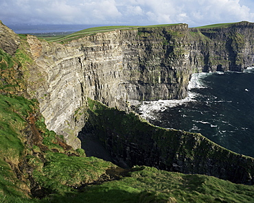 The Cliffs of Moher, looking towards Hag's Head from O'Brian's Tower, County Clare, Munster, Eire (Republic of Ireland), Europe