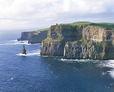 O'Brians tower and Breanan Mor seastack looking from Hag's Head, the Cliffs of Moher, up to 230m high, County Clare, Munster, Republic of Ireland (Eire), Europe