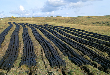 Peat farming in the Connemara region near Clifden, County Galway, Eire (Ireland), Europe