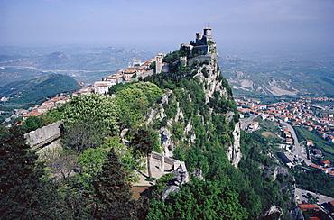 Castle atop mountain peak, San Marino Republic *** Local Caption ***