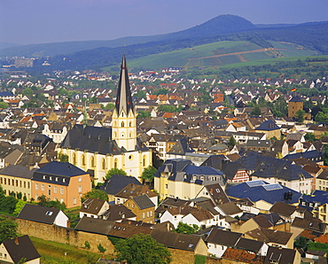 Church of St. Laurentius and Bad Neuenahr-Ahrweiler, Rhineland Palatinate, Germany, Europe