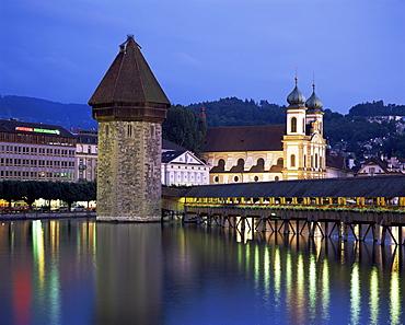 Kapellbrucke (covered wooden bridge) over the River Reuss, Lucerne (Luzern), Switzerland, Europe