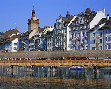 Kapellbrucke, covered wooden bridge, over the River Reuss, Lucerne (Luzern), Switzerland, Europe