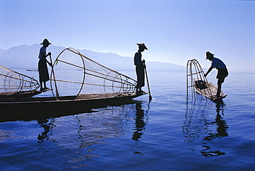 Intha Fishermen, Inle Lake, Shan State, Myanmar (Burma)