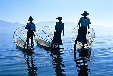 Intha Fisherman, Shan state - Inle Lake, Myanmar (Burma) *** Local Caption ***