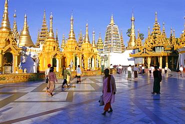 Golden spires, Shwedagon Paya (Shwe Dagon Pagoda), Yangon (Rangoon), Myanmar (Burma)