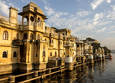 Lal Ghat, on shore of Lake Pichola, Udaipur, Rajasthan, India, Asia