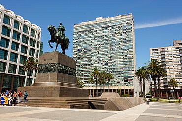 Statue of Jose Artigas above his mausoleum, Plaza Independencia, Montevideo (Ciudad Viejo), Uruguay, South America - 29-5574