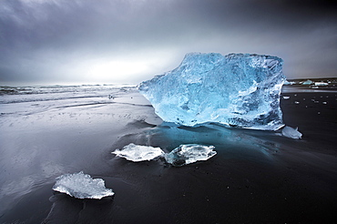Jokulsa Beach on a stormy day, where icebergs from nearby Jokulsarlon glacial lagoon flow into the North Atlantic and are then washed back onto the black volcanic sand beach, on the edge of the Vatnajokull National Park, South Iceland, Iceland, Polar Regions