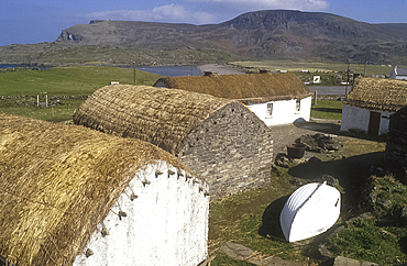 Thatched cabins, Glencolumbkille, Co Donegal, Ireland *** Local Caption ***