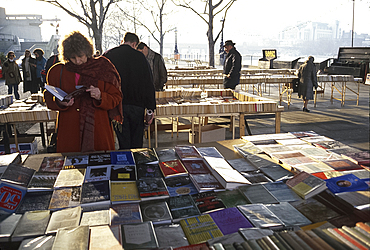 Book market, Waterloo Bridge, London, England *** Local Caption ***