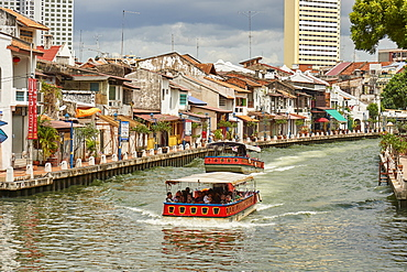 Pleasure boats pass by Chinatown on the Malacca River, Malacca, Malaysia, Southeast Asia, Asia