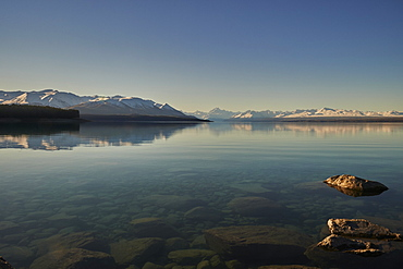 View across Lake Pukaki to Mount Cook (Aoraki) and neighbouring mountains, Mount Cook National Park, UNESCO World Heritage Site, Southern Alps, South Island, New Zealand, Pacific