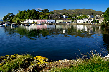 A line of port houses forms the backdrop to the waterfront of Portree Harbour on the Isle of Skye, Inner Hebrides, Scotland, United Kingdom, Europe