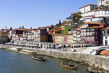 Cais de Ribeira waterfront near the Ponte de Dom Luis I Bridge, Ribeira, Oporto, Portugal, Europe
