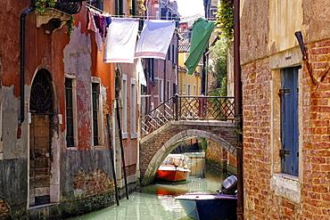 Clothes lines, Venice, UNESCO World Heritage Site, Veneto, Italy, Europe