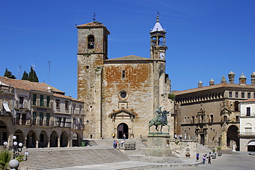 Pizarro statue and San Martin Church, Plaza Mayor, Trujillo, Extremadura, Spain, Europe